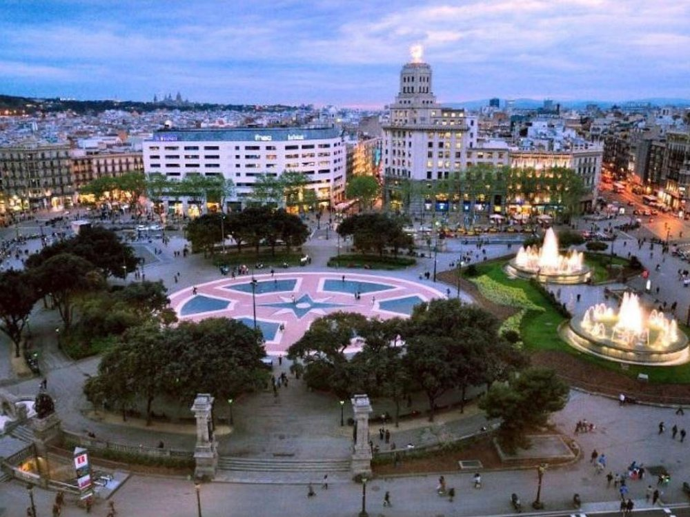 plaça catalunya barcelona monument