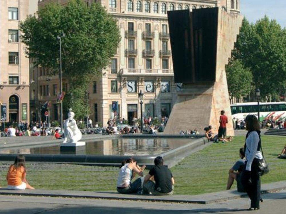 plaça catalunya barcelona attraction