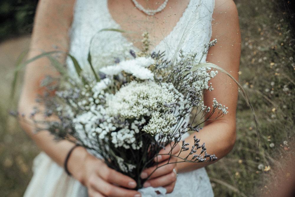 Weißer, wunderschöner, natürlicher Brautstrauß