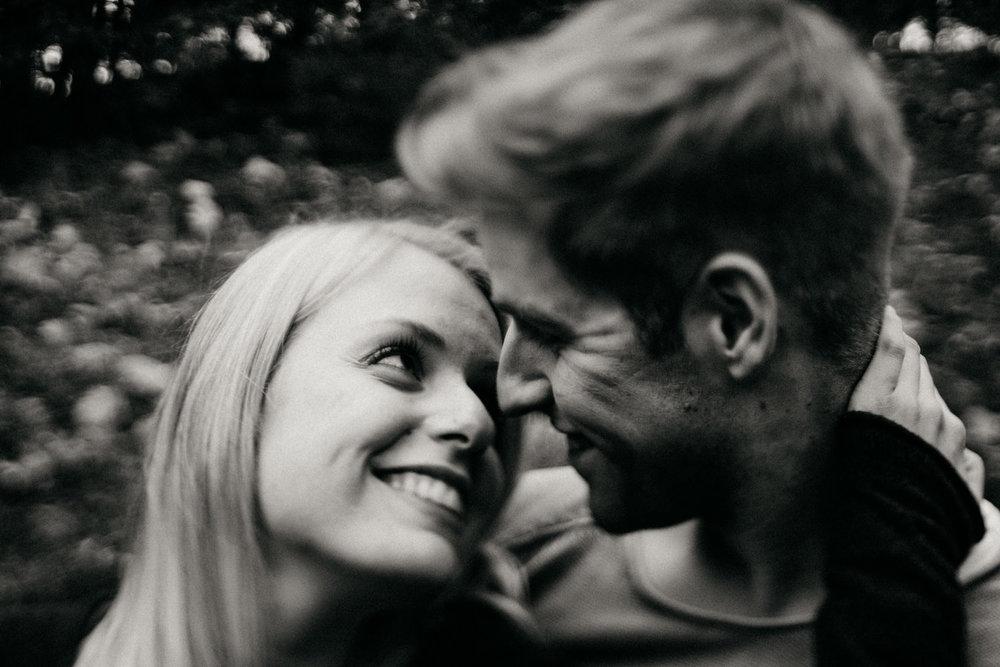 Fotograf-Paarshooting-Natur-Aachen-NRW-Hohes Venn-Hochzeitsfotograf-Verlobungsshooting-Kevin Biberbach-KEVIN Fotografie-Junebug-Hochzeitswahn-Eifel-50.jpg