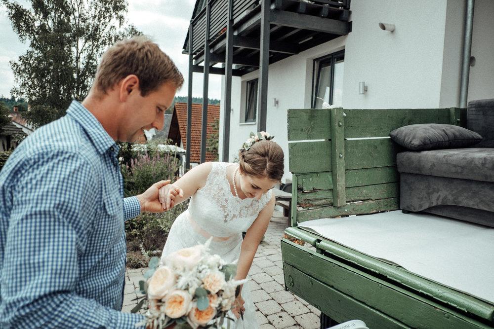 Zelthochzeit-Inspiration-Hochzeitsreportage-natürlich-Hessenhof-Coburg-Oberfranken-Aachen-Hochzeitsfotograf-Kevin Biberbach-KEVIN Fotografie-Junebug-Hochzeitswahn-034.jpg