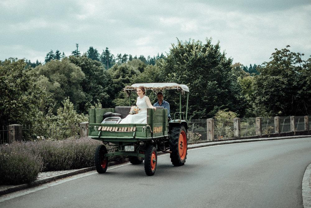 Zelthochzeit-Inspiration-Hochzeitsreportage-natürlich-Hessenhof-Coburg-Oberfranken-Aachen-Hochzeitsfotograf-Kevin Biberbach-KEVIN Fotografie-Junebug-Hochzeitswahn-041.jpg