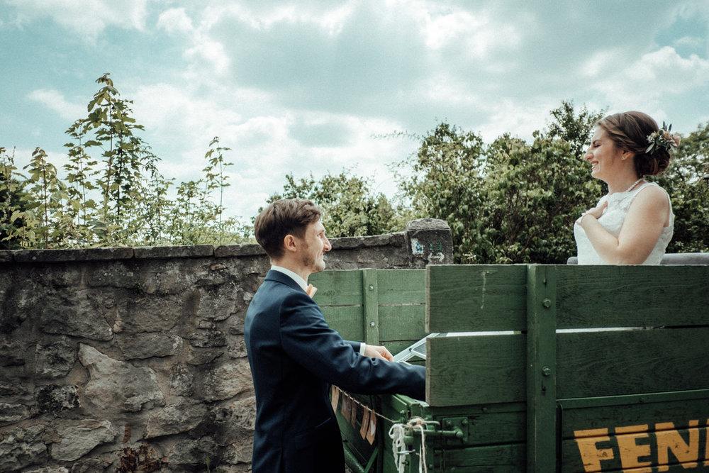 Zelthochzeit-Inspiration-Hochzeitsreportage-natürlich-Hessenhof-Coburg-Oberfranken-Aachen-Hochzeitsfotograf-Kevin Biberbach-KEVIN Fotografie-Junebug-Hochzeitswahn-042.jpg