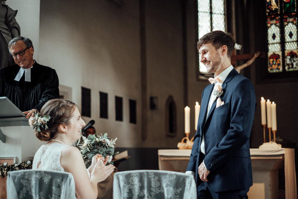 Zelthochzeit-Inspiration-Hochzeitsreportage-natürlich-Hessenhof-Coburg-Oberfranken-Aachen-Hochzeitsfotograf-Kevin Biberbach-KEVIN Fotografie-Junebug-Hochzeitswahn-052.jpg
