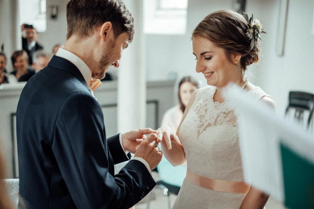 Zelthochzeit-Inspiration-Hochzeitsreportage-natürlich-Hessenhof-Coburg-Oberfranken-Aachen-Hochzeitsfotograf-Kevin Biberbach-KEVIN Fotografie-Junebug-Hochzeitswahn-054.jpg