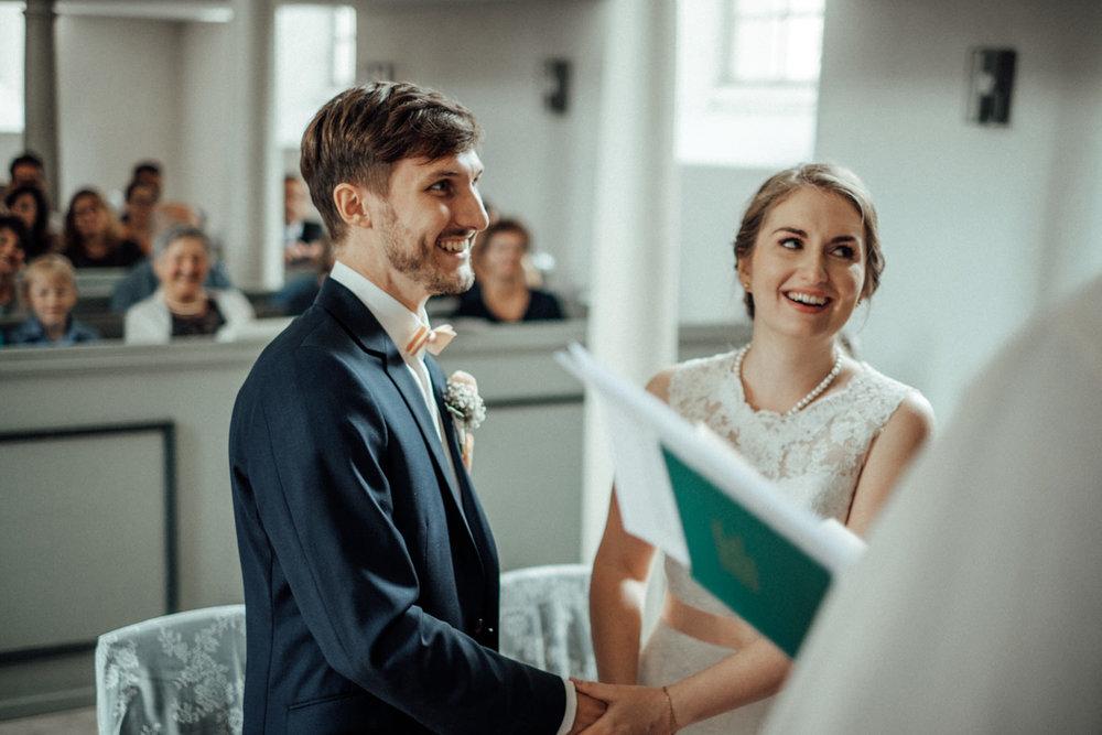 Zelthochzeit-Inspiration-Hochzeitsreportage-natürlich-Hessenhof-Coburg-Oberfranken-Aachen-Hochzeitsfotograf-Kevin Biberbach-KEVIN Fotografie-Junebug-Hochzeitswahn-055.jpg