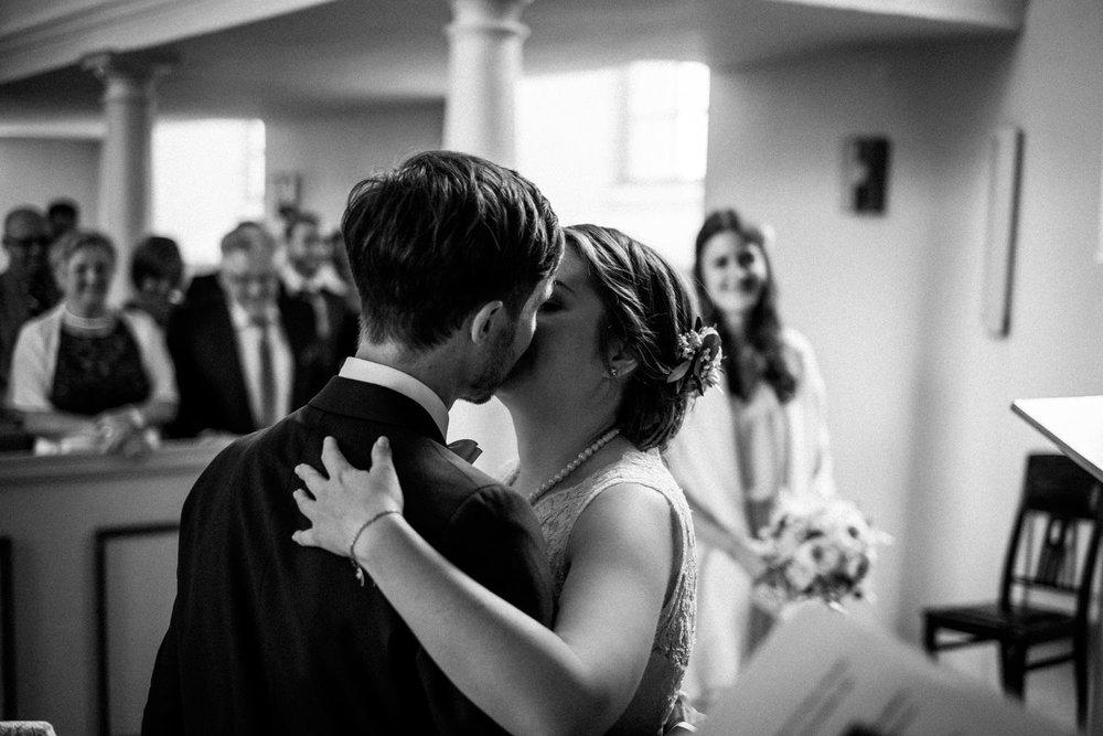 Zelthochzeit-Inspiration-Hochzeitsreportage-natürlich-Hessenhof-Coburg-Oberfranken-Aachen-Hochzeitsfotograf-Kevin Biberbach-KEVIN Fotografie-Junebug-Hochzeitswahn-056.jpg
