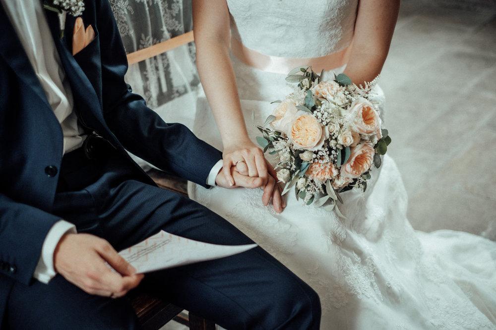 Zelthochzeit-Inspiration-Hochzeitsreportage-natürlich-Hessenhof-Coburg-Oberfranken-Aachen-Hochzeitsfotograf-Kevin Biberbach-KEVIN Fotografie-Junebug-Hochzeitswahn-058.jpg