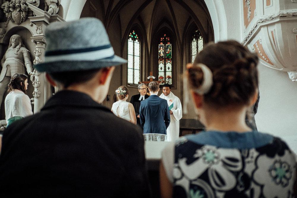 Zelthochzeit-Inspiration-Hochzeitsreportage-natürlich-Hessenhof-Coburg-Oberfranken-Aachen-Hochzeitsfotograf-Kevin Biberbach-KEVIN Fotografie-Junebug-Hochzeitswahn-060.jpg