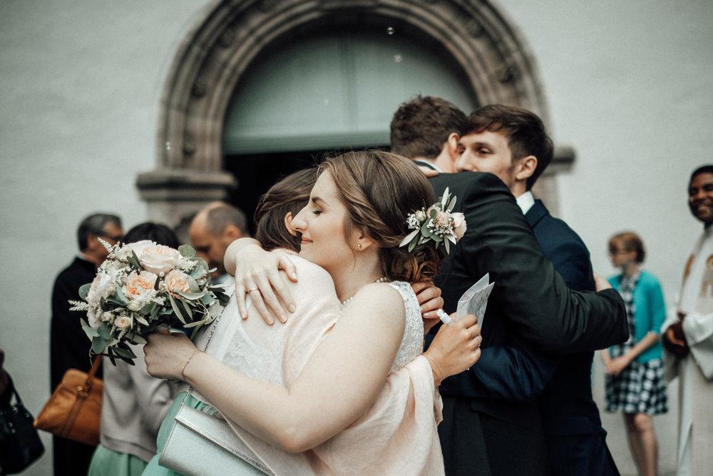 Zelthochzeit-Inspiration-Hochzeitsreportage-natürlich-Hessenhof-Coburg-Oberfranken-Aachen-Hochzeitsfotograf-Kevin Biberbach-KEVIN Fotografie-Junebug-Hochzeitswahn-063.jpg