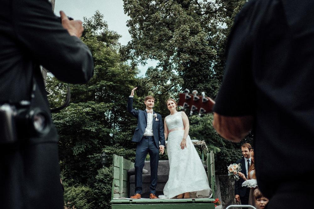 Zelthochzeit-Inspiration-Hochzeitsreportage-natürlich-Hessenhof-Coburg-Oberfranken-Aachen-Hochzeitsfotograf-Kevin Biberbach-KEVIN Fotografie-Junebug-Hochzeitswahn-070.jpg