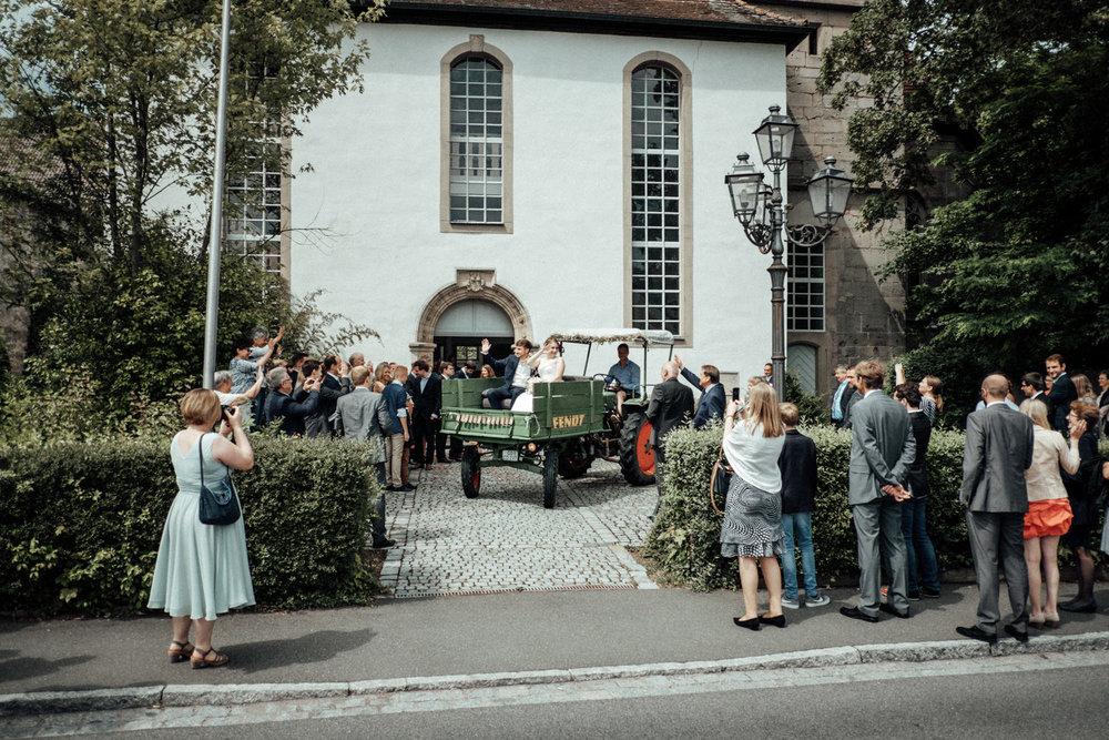 Zelthochzeit-Inspiration-Hochzeitsreportage-natürlich-Hessenhof-Coburg-Oberfranken-Aachen-Hochzeitsfotograf-Kevin Biberbach-KEVIN Fotografie-Junebug-Hochzeitswahn-071.jpg