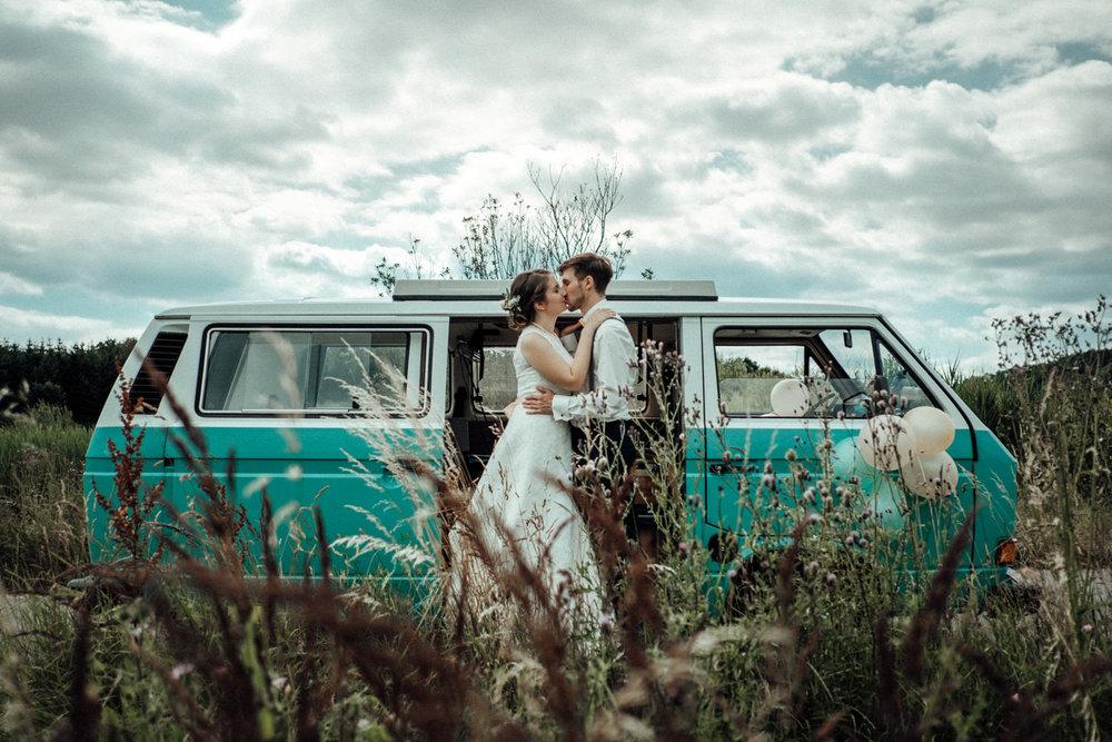 Zelthochzeit-Inspiration-Hochzeitsreportage-natürlich-Hessenhof-Coburg-Oberfranken-Aachen-Hochzeitsfotograf-Kevin Biberbach-KEVIN Fotografie-Junebug-Hochzeitswahn-090.jpg