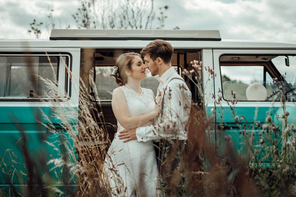 Zelthochzeit-Inspiration-Hochzeitsreportage-natürlich-Hessenhof-Coburg-Oberfranken-Aachen-Hochzeitsfotograf-Kevin Biberbach-KEVIN Fotografie-Junebug-Hochzeitswahn-091.jpg