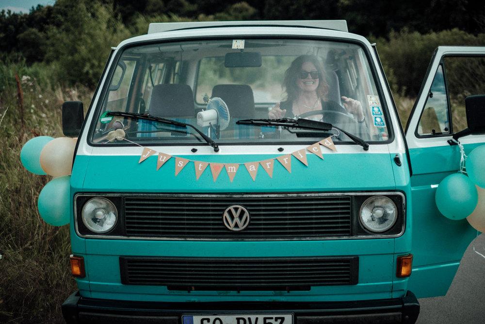 Zelthochzeit-Inspiration-Hochzeitsreportage-natürlich-Hessenhof-Coburg-Oberfranken-Aachen-Hochzeitsfotograf-Kevin Biberbach-KEVIN Fotografie-Junebug-Hochzeitswahn-092.jpg