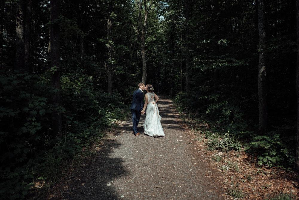 Zelthochzeit-Inspiration-Hochzeitsreportage-natürlich-Hessenhof-Coburg-Oberfranken-Aachen-Hochzeitsfotograf-Kevin Biberbach-KEVIN Fotografie-Junebug-Hochzeitswahn-095.jpg
