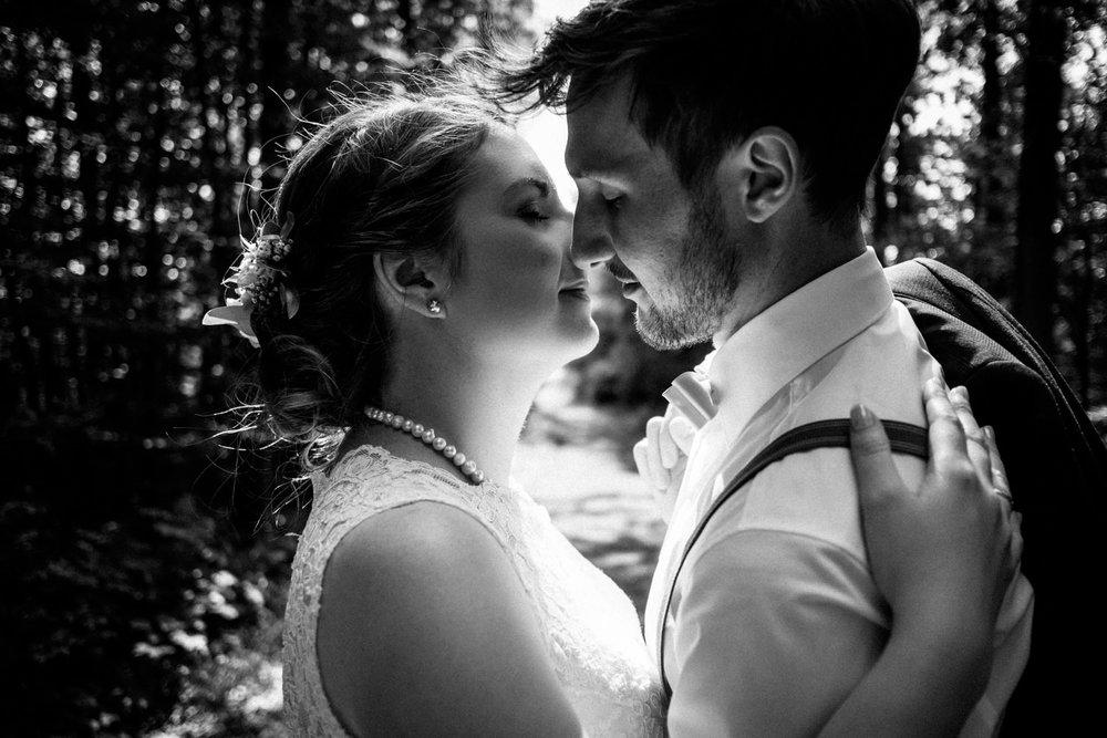 Zelthochzeit-Inspiration-Hochzeitsreportage-natürlich-Hessenhof-Coburg-Oberfranken-Aachen-Hochzeitsfotograf-Kevin Biberbach-KEVIN Fotografie-Junebug-Hochzeitswahn-096.jpg