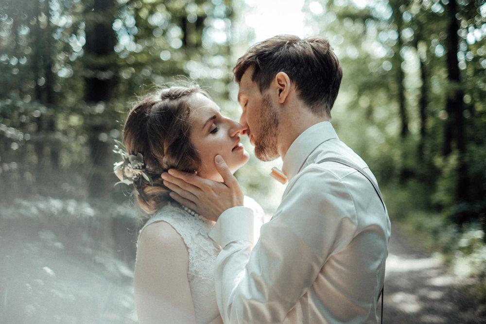Zelthochzeit-Inspiration-Hochzeitsreportage-natürlich-Hessenhof-Coburg-Oberfranken-Aachen-Hochzeitsfotograf-Kevin Biberbach-KEVIN Fotografie-Junebug-Hochzeitswahn-101.jpg