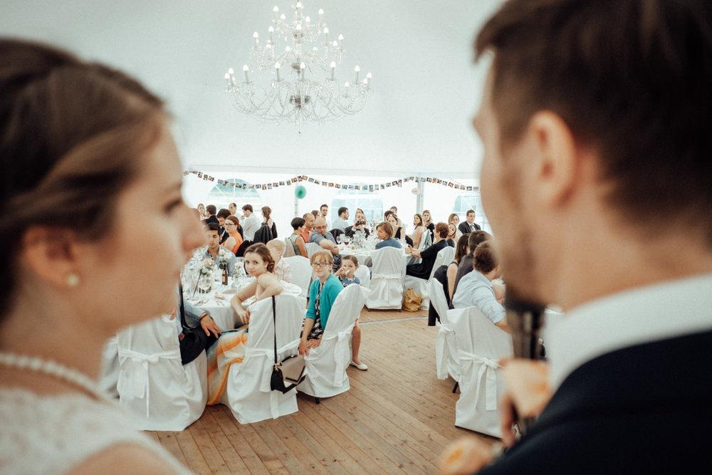 Zelthochzeit-Inspiration-Hochzeitsreportage-natürlich-Hessenhof-Coburg-Oberfranken-Aachen-Hochzeitsfotograf-Kevin Biberbach-KEVIN Fotografie-Junebug-Hochzeitswahn-119.jpg