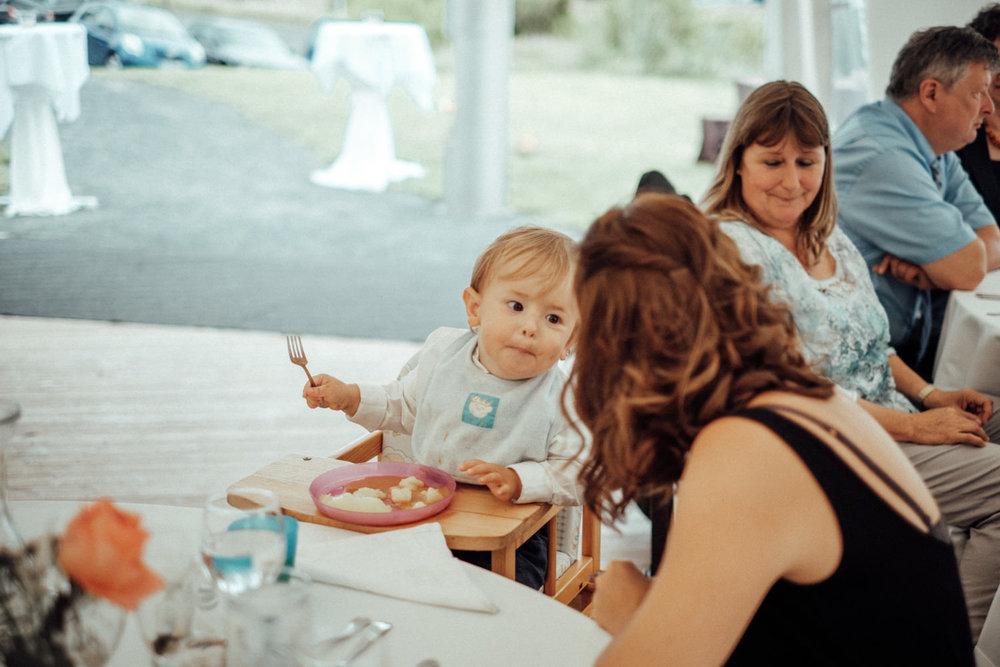 Zelthochzeit-Inspiration-Hochzeitsreportage-natürlich-Hessenhof-Coburg-Oberfranken-Aachen-Hochzeitsfotograf-Kevin Biberbach-KEVIN Fotografie-Junebug-Hochzeitswahn-121.jpg