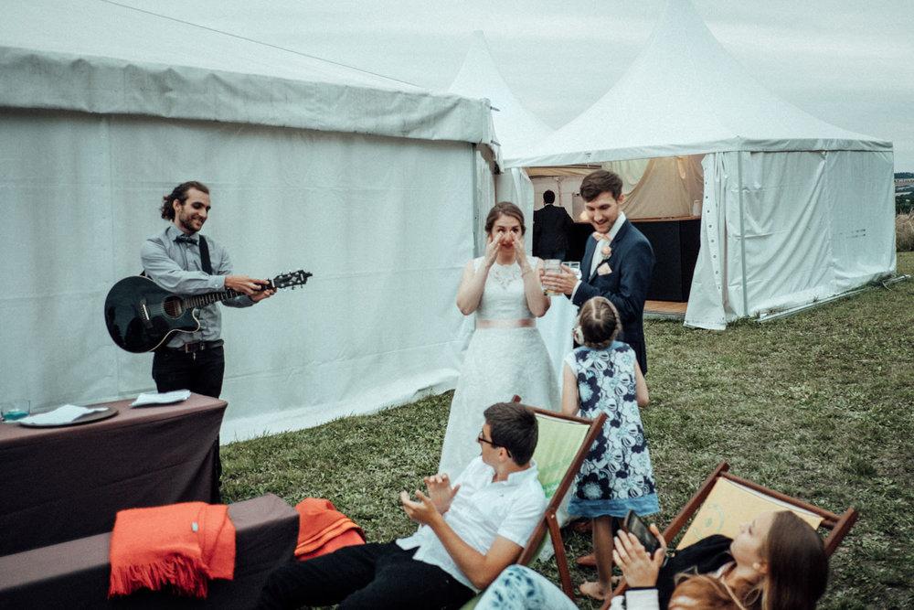 Zelthochzeit-Inspiration-Hochzeitsreportage-natürlich-Hessenhof-Coburg-Oberfranken-Aachen-Hochzeitsfotograf-Kevin Biberbach-KEVIN Fotografie-Junebug-Hochzeitswahn-125.jpg
