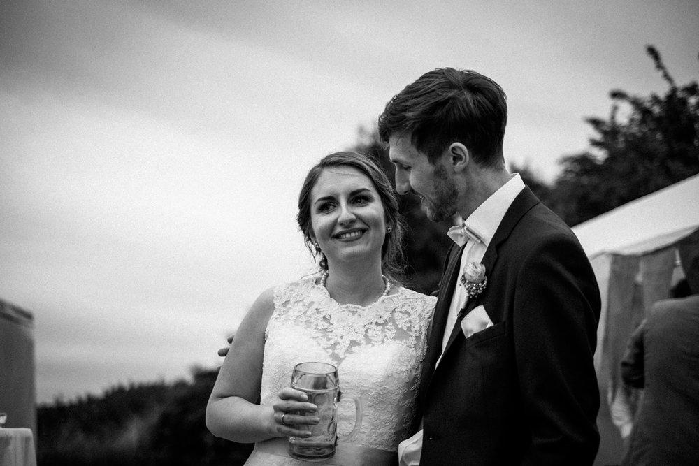 Zelthochzeit-Inspiration-Hochzeitsreportage-natürlich-Hessenhof-Coburg-Oberfranken-Aachen-Hochzeitsfotograf-Kevin Biberbach-KEVIN Fotografie-Junebug-Hochzeitswahn-126.jpg
