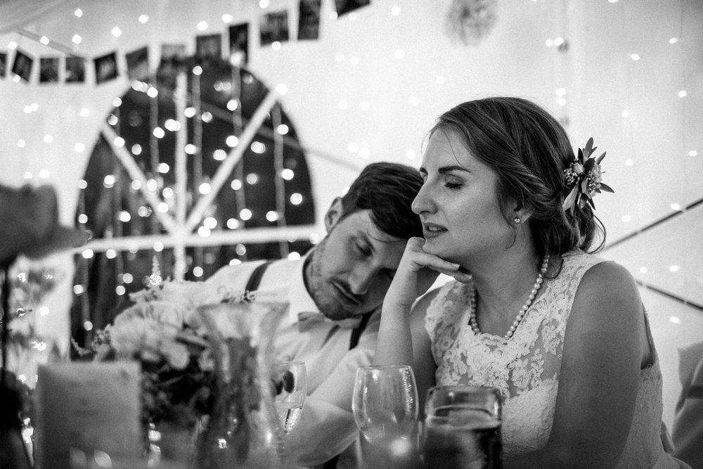Zelthochzeit-Inspiration-Hochzeitsreportage-natürlich-Hessenhof-Coburg-Oberfranken-Aachen-Hochzeitsfotograf-Kevin Biberbach-KEVIN Fotografie-Junebug-Hochzeitswahn-139.jpg