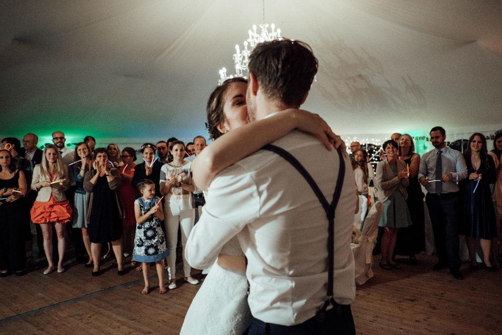 Zelthochzeit-Inspiration-Hochzeitsreportage-natürlich-Hessenhof-Coburg-Oberfranken-Aachen-Hochzeitsfotograf-Kevin Biberbach-KEVIN Fotografie-Junebug-Hochzeitswahn-149.jpg