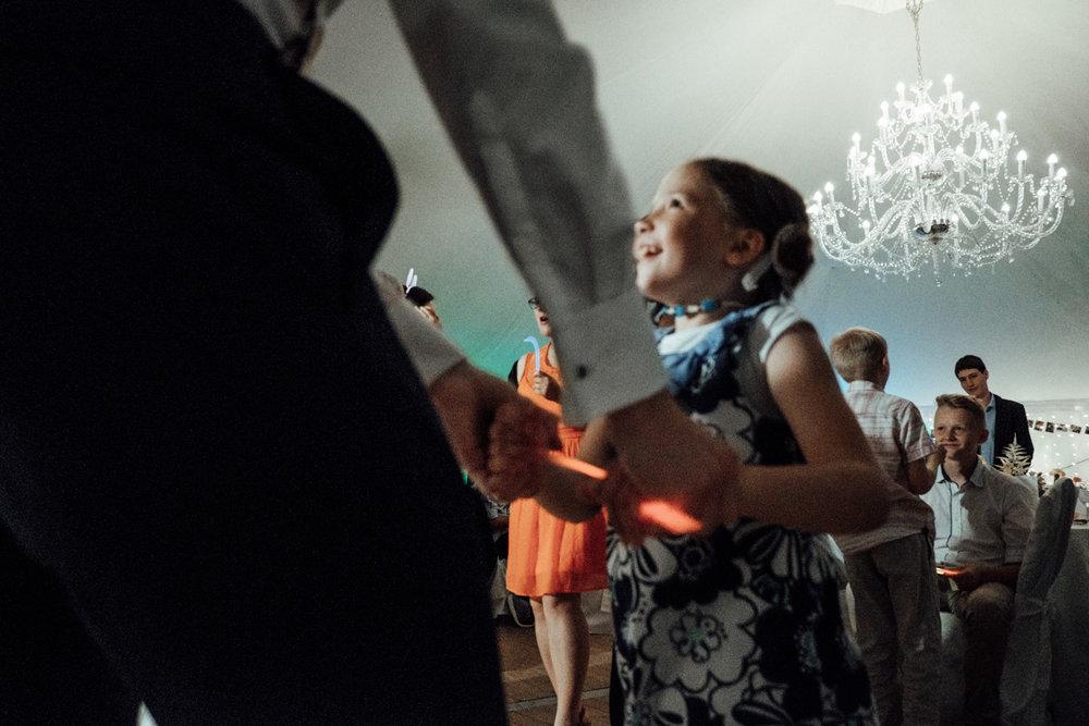 Zelthochzeit-Inspiration-Hochzeitsreportage-natürlich-Hessenhof-Coburg-Oberfranken-Aachen-Hochzeitsfotograf-Kevin Biberbach-KEVIN Fotografie-Junebug-Hochzeitswahn-151.jpg