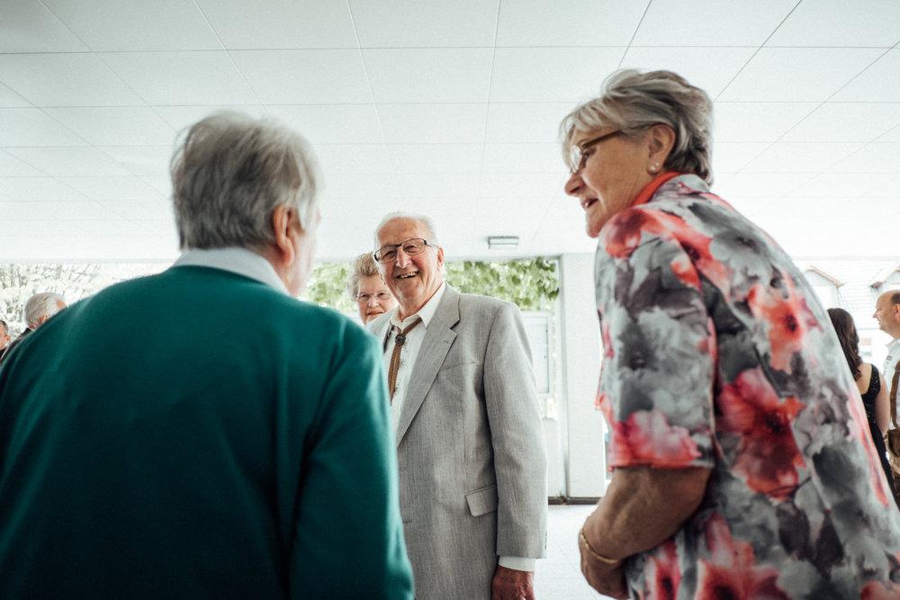 Hochzeitsfoto-Hochzeitsreportage-Neustadt bei Coburg-Oberfranken-Bayern-Hochzeitsfotograf-Kevin Biberbach-KEVIN Fotografie-Fujifilm-Hochzeitswahn-002.jpg