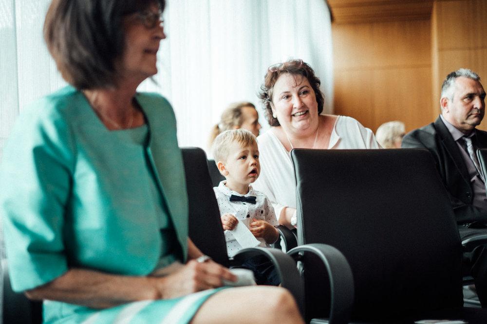 Hochzeitsfoto-Hochzeitsreportage-Neustadt bei Coburg-Oberfranken-Bayern-Hochzeitsfotograf-Kevin Biberbach-KEVIN Fotografie-Fujifilm-Hochzeitswahn-008.jpg