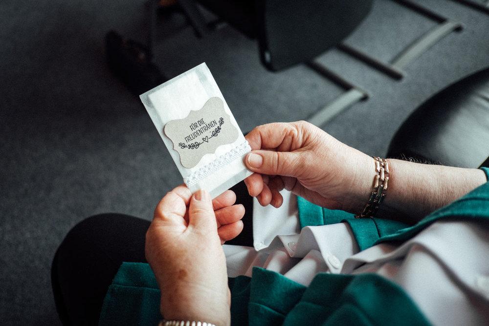 Hochzeitsfoto-Hochzeitsreportage-Neustadt bei Coburg-Oberfranken-Bayern-Hochzeitsfotograf-Kevin Biberbach-KEVIN Fotografie-Fujifilm-Hochzeitswahn-009.jpg