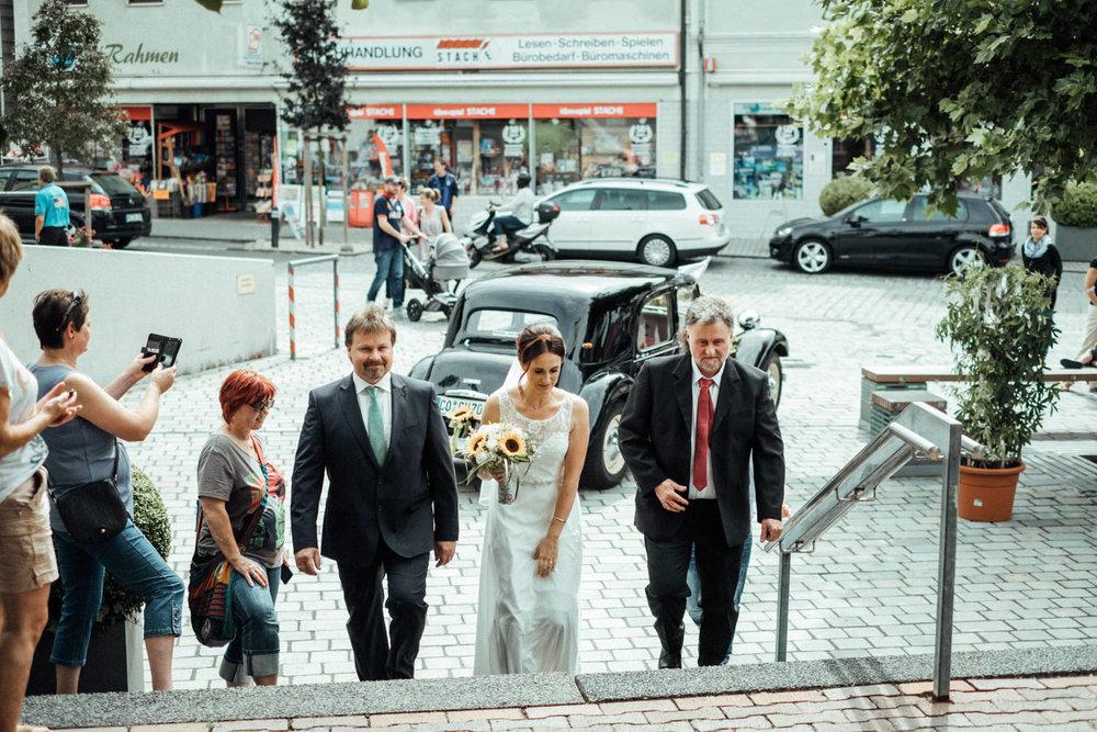 Hochzeitsfoto-Hochzeitsreportage-Neustadt bei Coburg-Oberfranken-Bayern-Hochzeitsfotograf-Kevin Biberbach-KEVIN Fotografie-Fujifilm-Hochzeitswahn-011.jpg