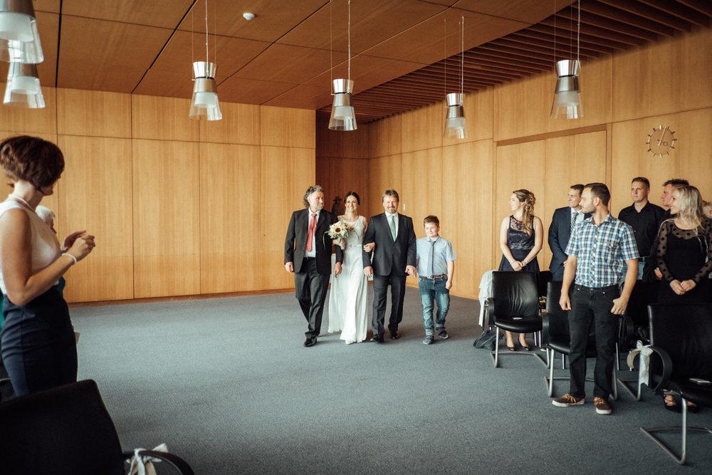 Hochzeitsfoto-Hochzeitsreportage-Neustadt bei Coburg-Oberfranken-Bayern-Hochzeitsfotograf-Kevin Biberbach-KEVIN Fotografie-Fujifilm-Hochzeitswahn-014.jpg