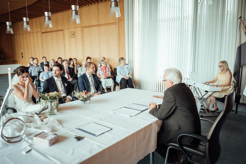 Hochzeitsfoto-Hochzeitsreportage-Neustadt bei Coburg-Oberfranken-Bayern-Hochzeitsfotograf-Kevin Biberbach-KEVIN Fotografie-Fujifilm-Hochzeitswahn-025.jpg