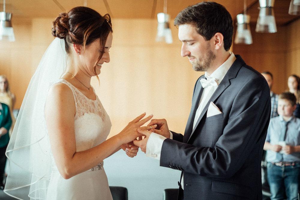Hochzeitsfoto-Hochzeitsreportage-Neustadt bei Coburg-Oberfranken-Bayern-Hochzeitsfotograf-Kevin Biberbach-KEVIN Fotografie-Fujifilm-Hochzeitswahn-029.jpg