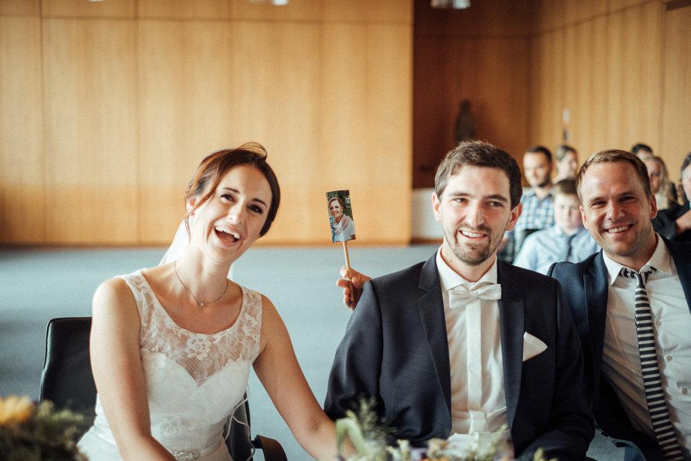 Hochzeitsfoto-Hochzeitsreportage-Neustadt bei Coburg-Oberfranken-Bayern-Hochzeitsfotograf-Kevin Biberbach-KEVIN Fotografie-Fujifilm-Hochzeitswahn-033.jpg