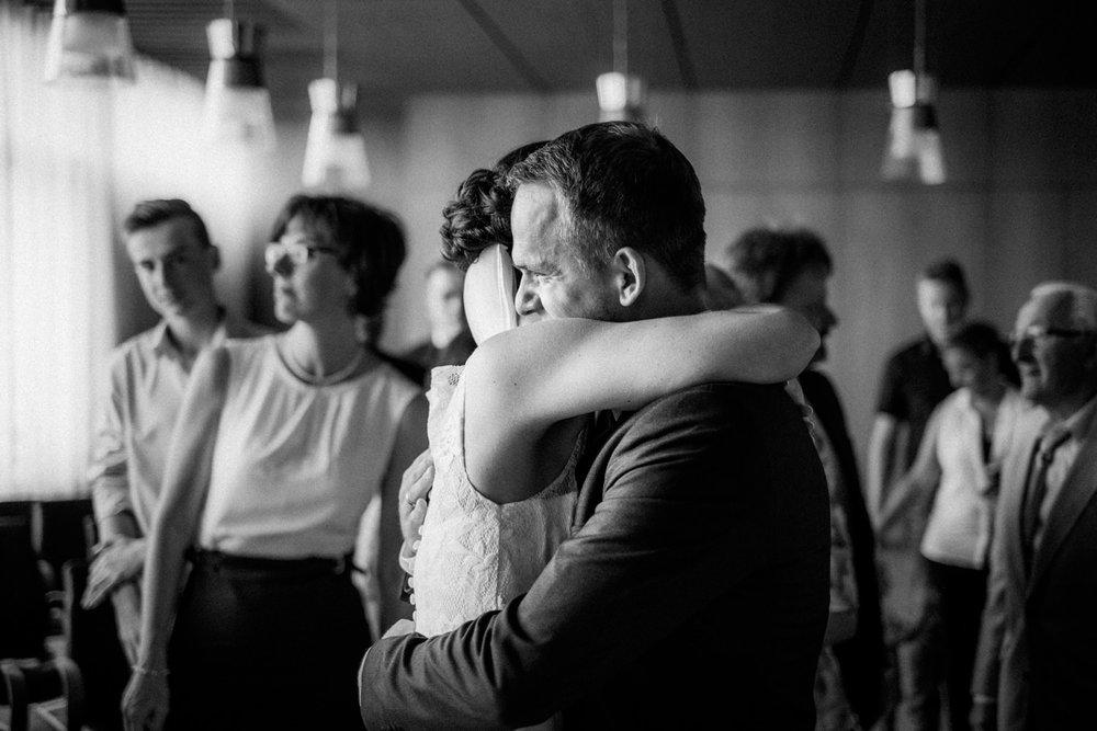 Hochzeitsfoto-Hochzeitsreportage-Neustadt bei Coburg-Oberfranken-Bayern-Hochzeitsfotograf-Kevin Biberbach-KEVIN Fotografie-Fujifilm-Hochzeitswahn-035.jpg
