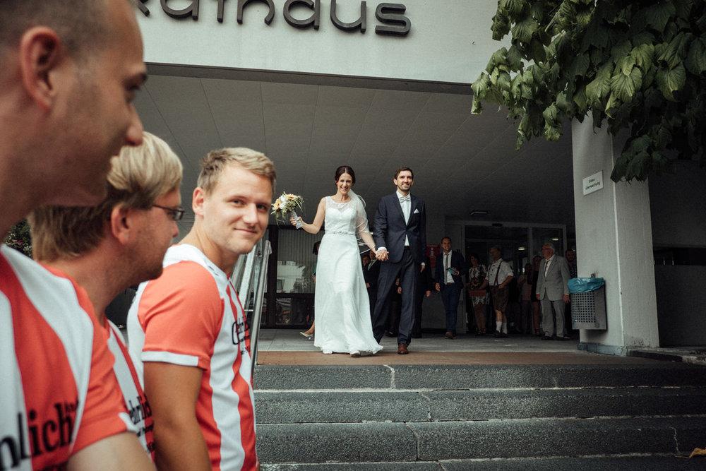 Hochzeitsfoto-Hochzeitsreportage-Neustadt bei Coburg-Oberfranken-Bayern-Hochzeitsfotograf-Kevin Biberbach-KEVIN Fotografie-Fujifilm-Hochzeitswahn-041.jpg