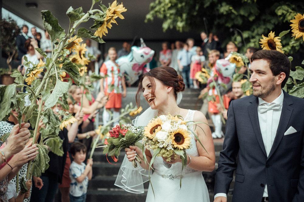 Hochzeitsfoto-Hochzeitsreportage-Neustadt bei Coburg-Oberfranken-Bayern-Hochzeitsfotograf-Kevin Biberbach-KEVIN Fotografie-Fujifilm-Hochzeitswahn-044.jpg