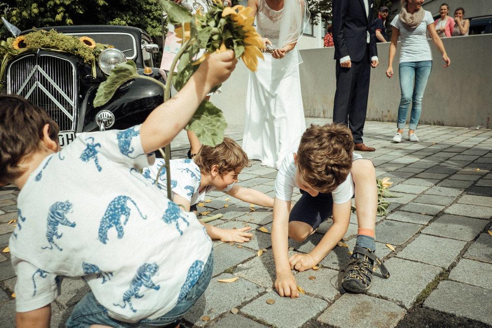 Hochzeitsfoto-Hochzeitsreportage-Neustadt bei Coburg-Oberfranken-Bayern-Hochzeitsfotograf-Kevin Biberbach-KEVIN Fotografie-Fujifilm-Hochzeitswahn-049.jpg
