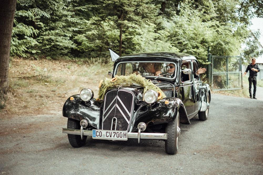 Hochzeitsfoto-Hochzeitsreportage-Neustadt bei Coburg-Oberfranken-Bayern-Hochzeitsfotograf-Kevin Biberbach-KEVIN Fotografie-Fujifilm-Hochzeitswahn-057.jpg
