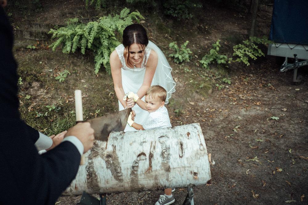 Hochzeitsfoto-Hochzeitsreportage-Neustadt bei Coburg-Oberfranken-Bayern-Hochzeitsfotograf-Kevin Biberbach-KEVIN Fotografie-Fujifilm-Hochzeitswahn-061.jpg