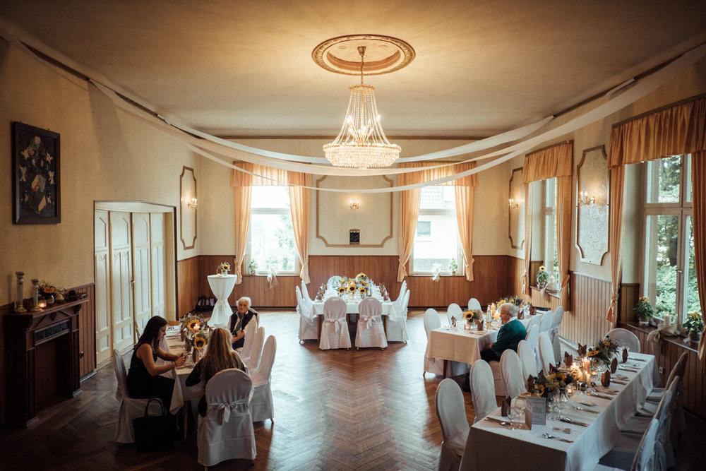 Hochzeitsfoto-Hochzeitsreportage-Neustadt bei Coburg-Oberfranken-Bayern-Hochzeitsfotograf-Kevin Biberbach-KEVIN Fotografie-Fujifilm-Hochzeitswahn-069.jpg