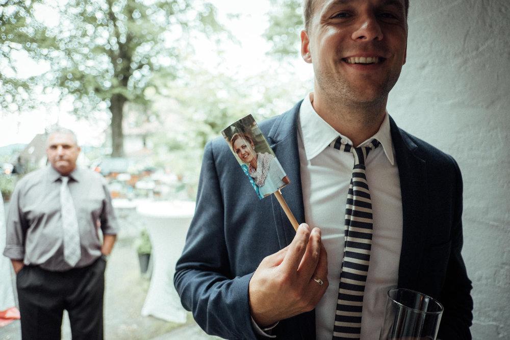 Hochzeitsfoto-Hochzeitsreportage-Neustadt bei Coburg-Oberfranken-Bayern-Hochzeitsfotograf-Kevin Biberbach-KEVIN Fotografie-Fujifilm-Hochzeitswahn-091.jpg
