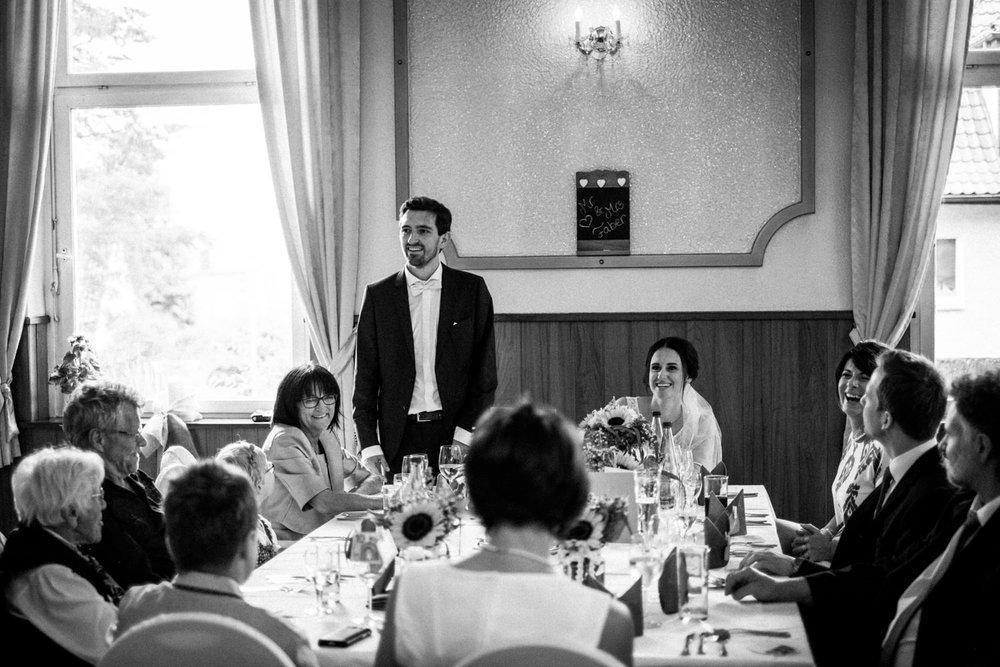 Hochzeitsfoto-Hochzeitsreportage-Neustadt bei Coburg-Oberfranken-Bayern-Hochzeitsfotograf-Kevin Biberbach-KEVIN Fotografie-Fujifilm-Hochzeitswahn-092.jpg