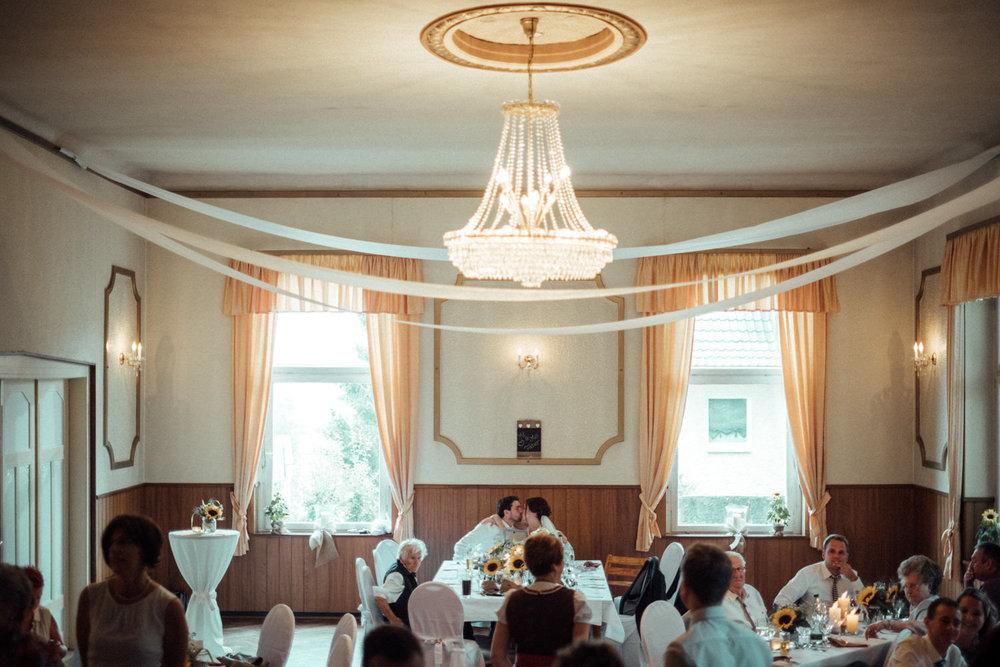 Hochzeitsfoto-Hochzeitsreportage-Neustadt bei Coburg-Oberfranken-Bayern-Hochzeitsfotograf-Kevin Biberbach-KEVIN Fotografie-Fujifilm-Hochzeitswahn-100.jpg