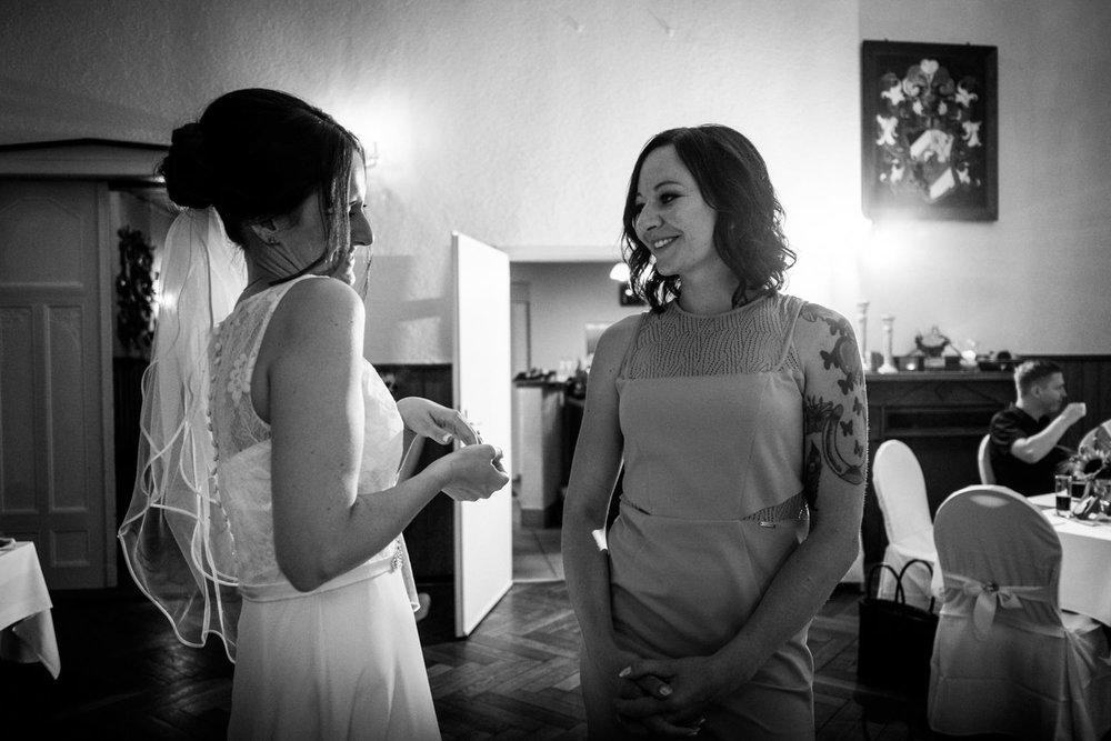 Hochzeitsfoto-Hochzeitsreportage-Neustadt bei Coburg-Oberfranken-Bayern-Hochzeitsfotograf-Kevin Biberbach-KEVIN Fotografie-Fujifilm-Hochzeitswahn-101.jpg