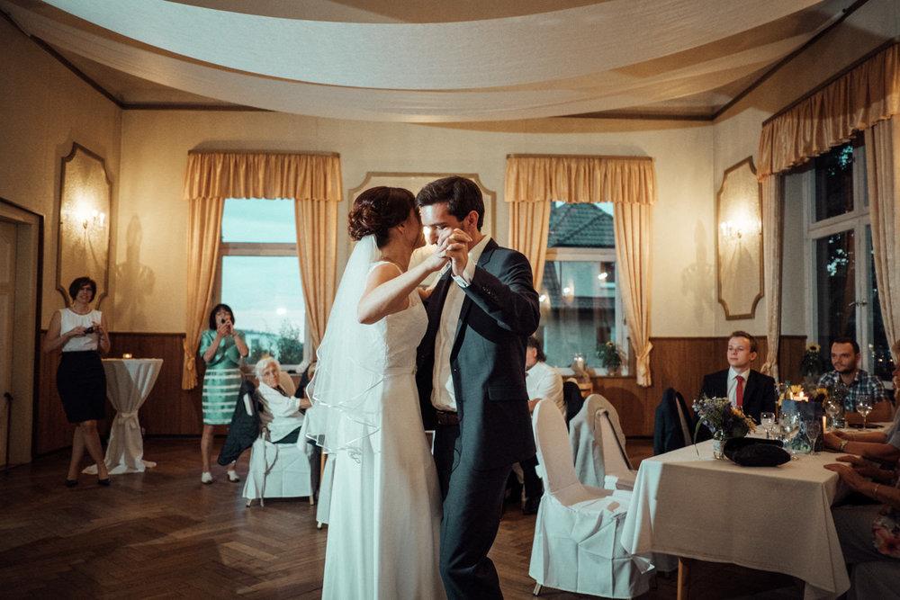 Hochzeitsfoto-Hochzeitsreportage-Neustadt bei Coburg-Oberfranken-Bayern-Hochzeitsfotograf-Kevin Biberbach-KEVIN Fotografie-Fujifilm-Hochzeitswahn-113.jpg
