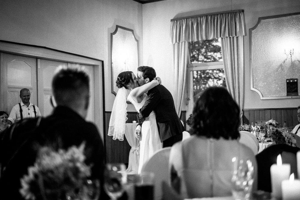Hochzeitsfoto-Hochzeitsreportage-Neustadt bei Coburg-Oberfranken-Bayern-Hochzeitsfotograf-Kevin Biberbach-KEVIN Fotografie-Fujifilm-Hochzeitswahn-115.jpg